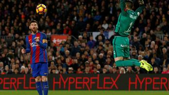 Messi 13 méterről fejelt gólt, de Suarez kapása jobb