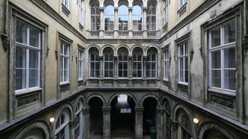 Két emeletet húznának a legszebb pesti romantikus palotára