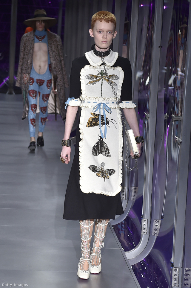 Cselédlány ruha rovarokkal a Guccitól.