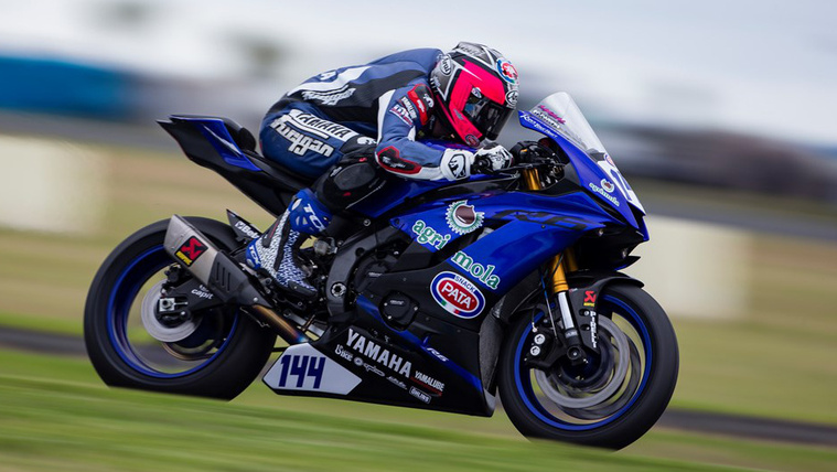 2017-yamaha-r6s-first-world-supersport-race-ends-0001-seconds-be