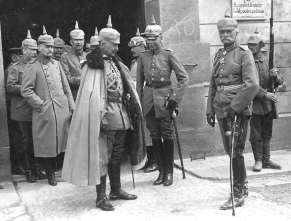 Bundesarchiv Bild 183-R11105 Kaiser Wilhelm II. August v. Macken