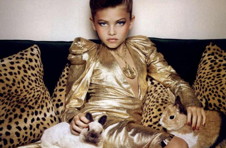 A Vogue számára készült képek azért váltottak ki átlagon felüli közfelháborodást, mert a magazin stábja párducminták között henteregve örökítette meg a magassarkút és ipari mennyiségű sminket viselő lányt, ami életkora miatt sokak szemében kimerítette az ízléstelenség fogalmát.