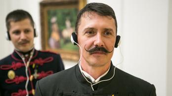 High-tech huszárok és monarchista hangulat a Műcsarnokban