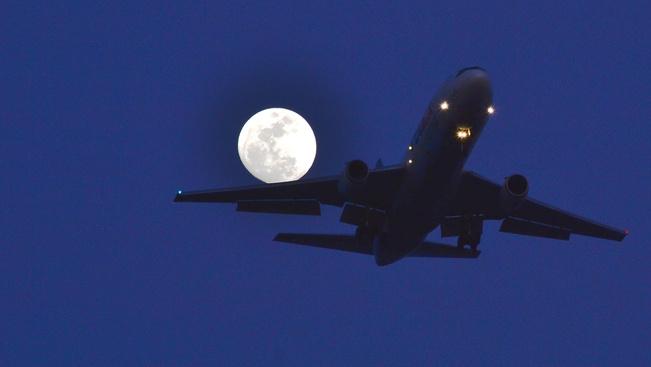 Miért hosszabbak a repülőutak, mint negyven éve?