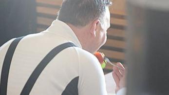 Lengyel megabotrány: kolbászt evett vagy paradicsomot Duda böjti pénteken?