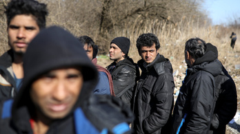 Tömegesen verik a menekülteket a magyar egyenruhások a határon