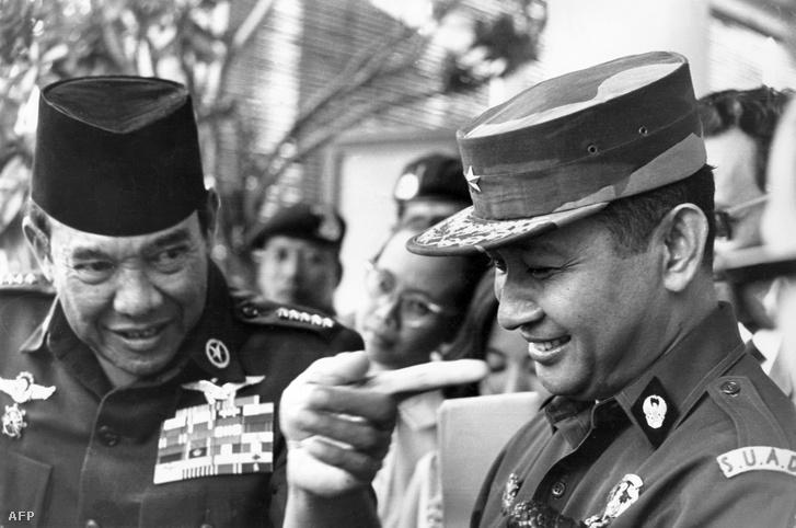 Ahmed Sukarno és Mohamed Suharto 1966. augusztus 24-én