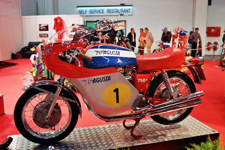 MV Agusta 750 Super Sport, a dobfékből ítélve ez is legfeljebb 1973-as