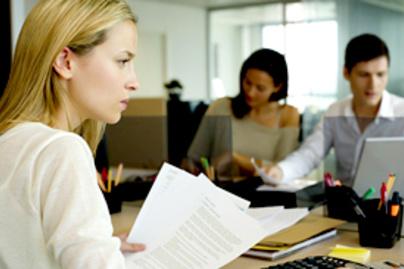 munkahely aggodalmas lead