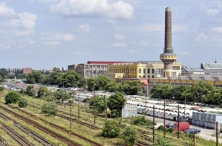 A Józsefvárosi pályaudvar a piaccal