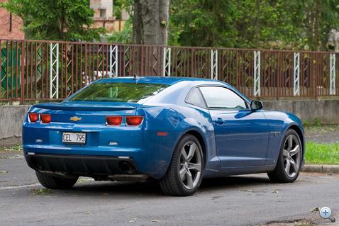 Messziről a Corvette-re hajaz, de közelebbről már nem lehet összekeverni őket