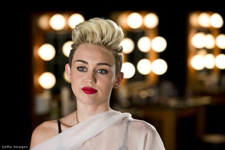 Természetesen Miley Cyrus sem maradhat ki a sorból! Ő már 2013-ban is ezzel a hajkoronával menőzött.