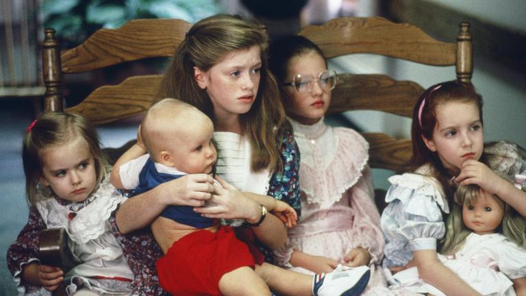 Andy Vajna kívánsága miatt módosítanának a gyermekvédelmen