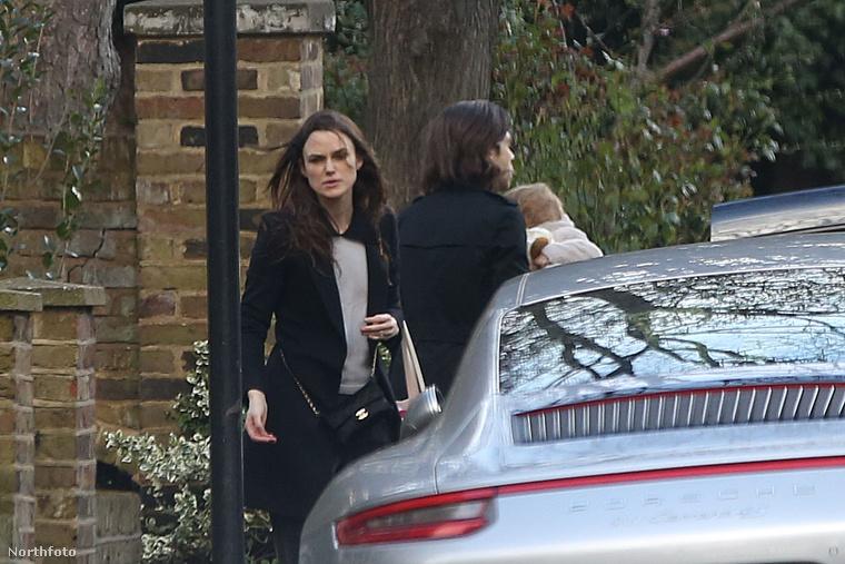 A 31 éves színésznő egyébként 2013-ban házasodott össze James Righton zenésszel, gyermekük Edie idén májusban ünnepli második születésnapját.