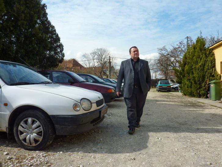 A vezérigazgató, aki régi Suzukival jár