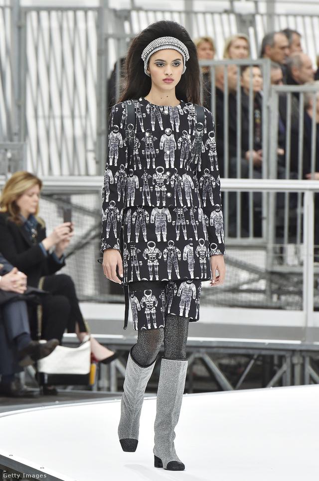 Űrhajósokat nyomott a ruhákra a Chanel.