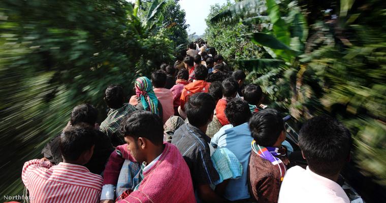 A Dakka külvárosaiban lakók bármit megkockáztatnak, csak hazajussanak még aznap este