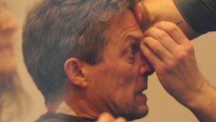 Ön szerint Hugh Grant örült annak, hogy kiszedték a  szemöldökét?
