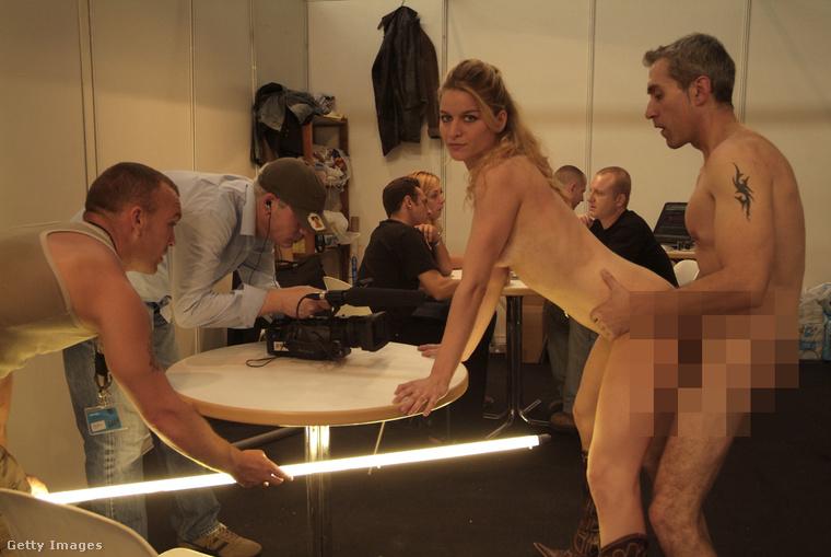 A kép illusztráció, egy barcelonai pornóforgatáson készült 2006-ban.