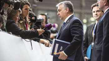Orbán cserben hagyta szövetségesét, Kaczyńskit és a lengyel kormányt