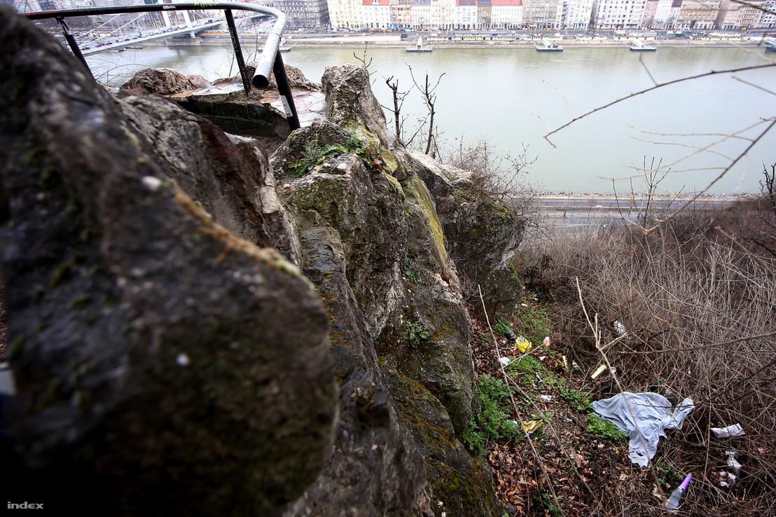 Újabb kilátópont, tövében az elmaradhatatlan szemétdombbal. Balról bekukucskál az Erzsébet híd.