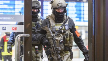 Baltás támadás miatt lezárták a düsseldorfi vasútállomást