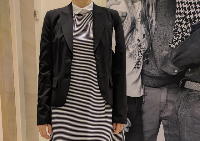 C&A: a zakó 11990 forint, a ruha pedig 3990 forint