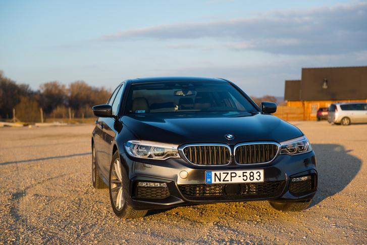 Hú, de sajnálnám, akinek képaláírásokat kell írnia egy BMW5-galériához...