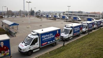 A parkolás után a házhoz szállítást is megadóztatná a kormány