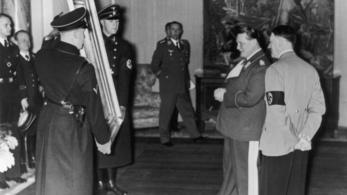 Hitler festménye is látható egy kiállításon