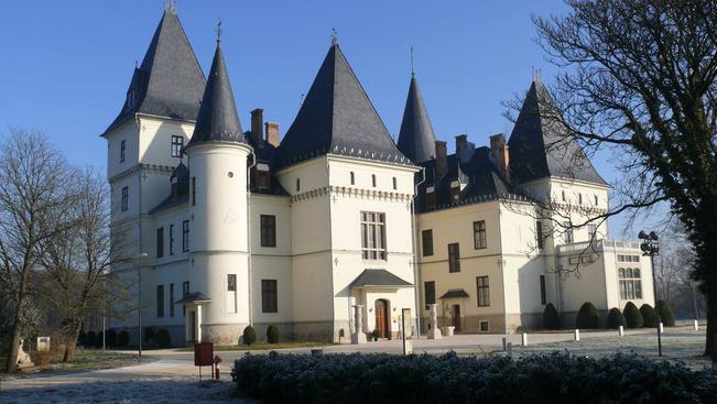 Kiállítással és kardvívó bemutatóval ünnepelnek a tiszadobi Andrássy-kastélyban
