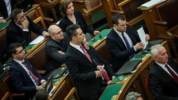Vona: Orbán is kapcsolatban volt a szogálatokkal