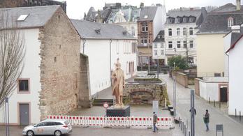 Hatméteres szobrot kap Marx Németországban