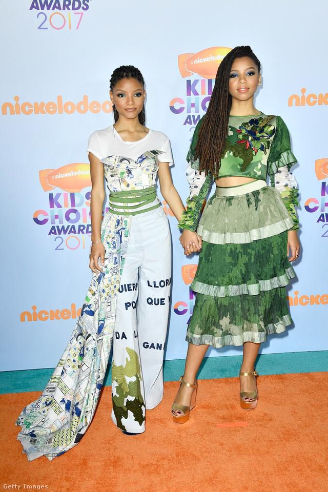 Az esemény egyik legdivatosabb párosa az R&B testvérduó, Chloe és Hailey Bailey voltak.