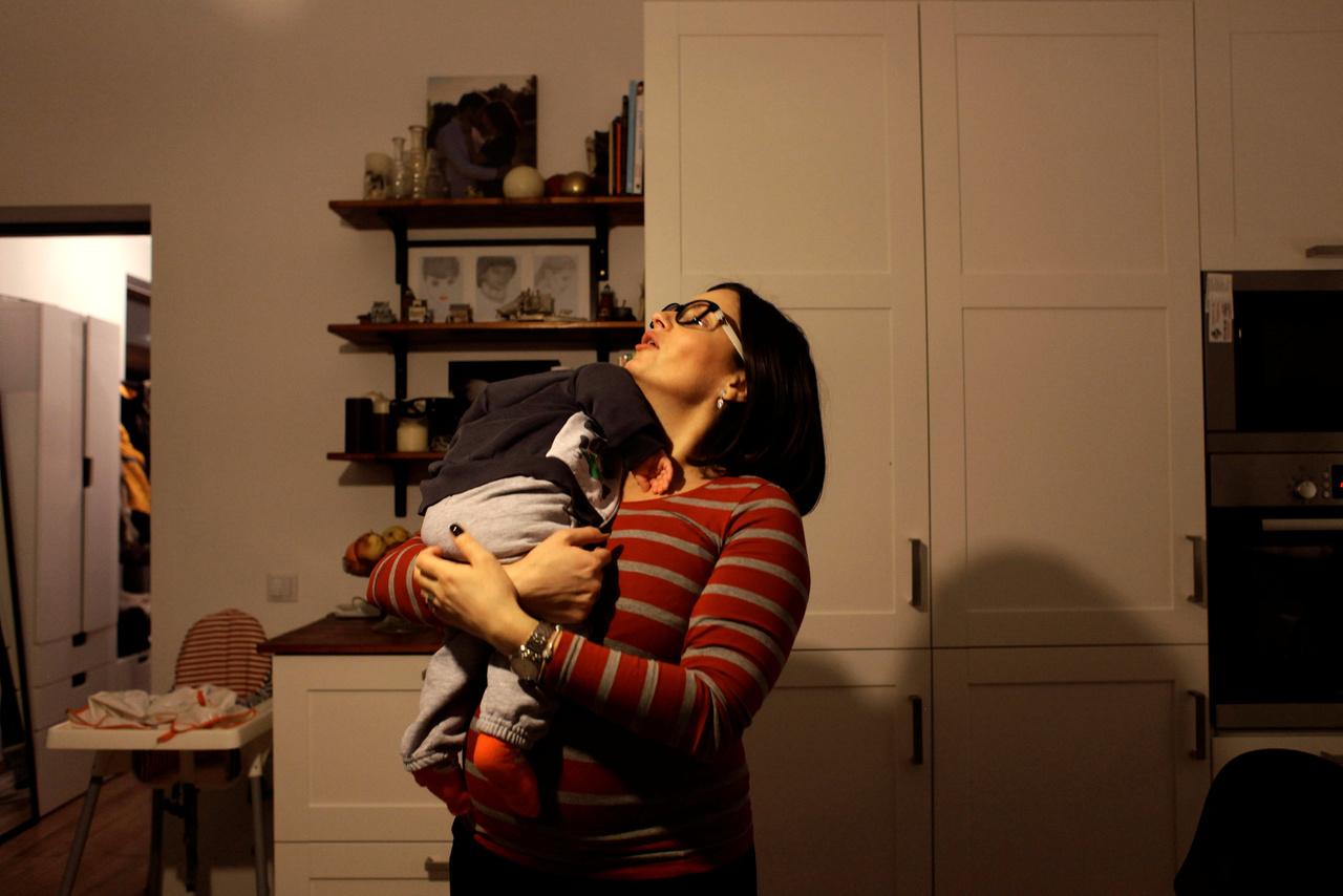 Lacrima Dambu orvos öt éve Németországban dolgozik. Most éppen Kolozsváron van a családjánál, az unokaöccsét szeretgeti.
