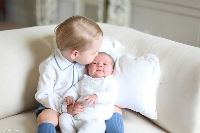 Elsősorban tudni kell, hogy testvérével nem csak látszólag, az intim fotók kedvéért vannak jóban, hanem kifejezetten közeli, baráti viszonyt ápolnak egymással