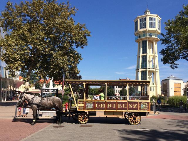 Siófokon szép időben nem ritka látvány az omnibusz