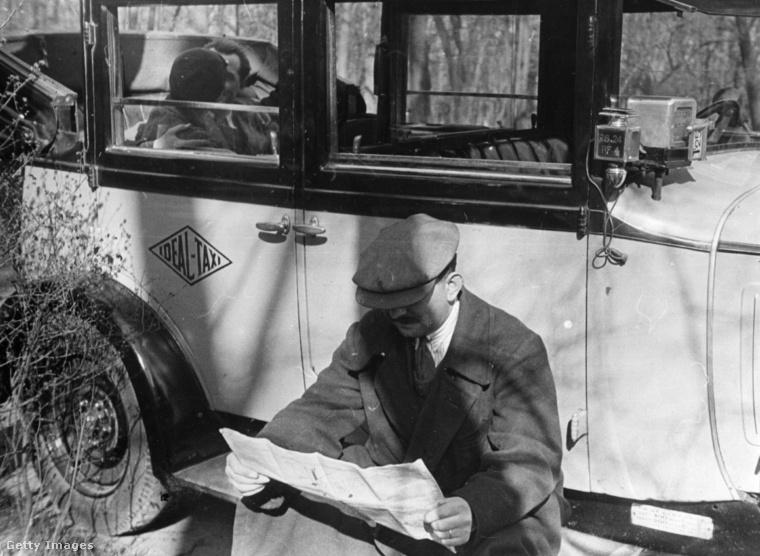 Ez egy valamivel modernebb kép, ők a taxisofőr elől bújtak el.