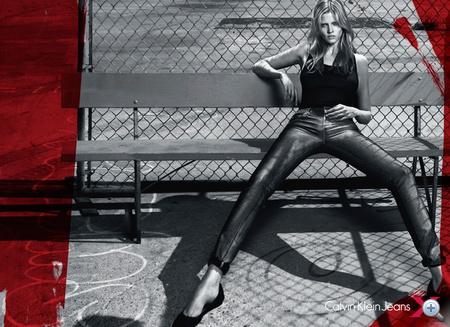 Lara Stone a Calvin Klein Jeans modelljeként