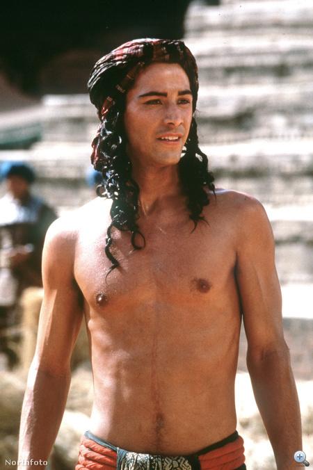 Keanu Reeves a Kis Buddha című Bertolucci-film főszerepében 1993-ban