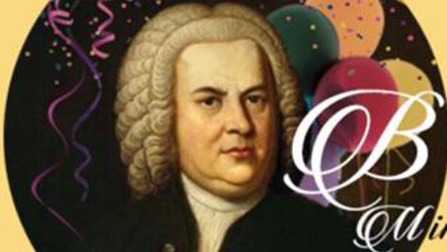 Aluljárókban, tereken és peronon - a hétvégén mindenhonnan Bach szól