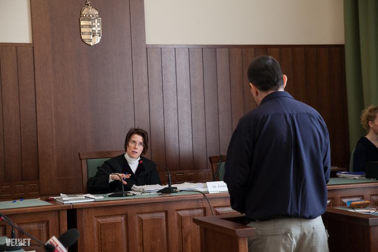 A bíróság tanúként, részletesen meghallgatta a megsérült mentőt, F. Zsoltot is.
