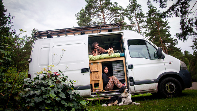 Úton túl a komfortzónán: három magyar pár furgonnal a világ körül