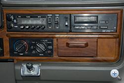 A rádiónak mechanikus automata keresője van.