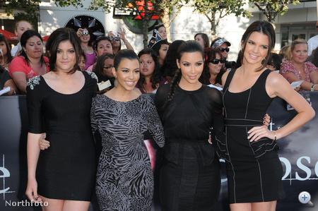 A Kardashian-lányok, a bal oldalon a 12 éves Kylie, jobb oldalon a 14 éves Kendall