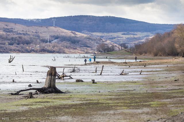 A vízzel elárasztott Maros megyei Bözödújfalu