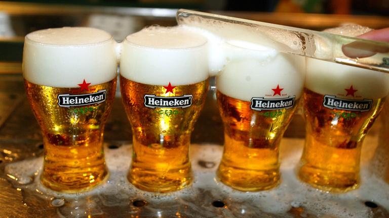 Parlament elé megy a Heinekent szívató vörös csillagos törvényjavaslat