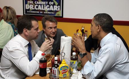 Dmitrij Medvegyev és Barack Obama Washingtonban