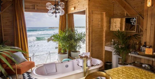 A tel-avivi tengerparti sétány végén található Frishman Beach talán nem a legintimebb fürdőzési lehetőség