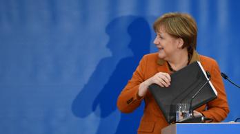 Ilyen is régen volt: Merkel pártja a második helyre szorult